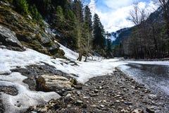 Route de montagne après pluie en vallée de Naran, Pakistan Photographie stock