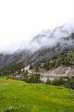 Route de montagne en gorge Dugoba, Kirghizistan Photo libre de droits