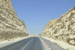 Route de montagne entourée Photographie stock libre de droits