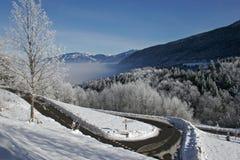 Route de montagne snow-covered images libres de droits