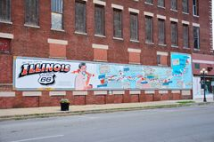 Route 66 -de muurschildering herdenkt de stads` s rol Bob Waldmire stock afbeelding