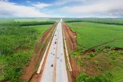 Route de péage d'Ungaran avec des terres cultivables au matin images stock