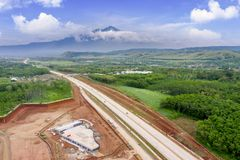 Route de péage d'Ungaran sous le ciel bleu photographie stock