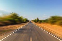 Route de tache floue de mouvement à l'infini Image stock