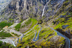 Route de Troll - une serpentine montagneuse d'enroulement norway Photographie stock libre de droits