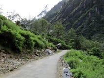 Route de Zig Zag en Himalaya, Inde Photographie stock