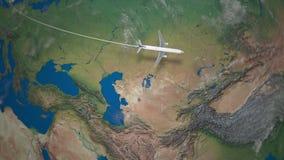 Route die van commercieel vliegtuig van Londen tot Peking de Aardebol vliegen stock footage