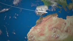 Route die van commercieel vliegtuig van New York aan Doubai op de Aardebol vliegen stock videobeelden