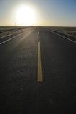 Route droite au lever de soleil Photos stock