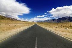 Route droite dans Leh Ladakh Photo stock
