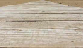Route en bois sur la plage Photos libres de droits