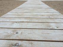 Route en bois sur la plage Photographie stock
