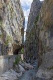 Route en Clue de Barles canyon de rivière de Bes près des bains de les de Digne photo libre de droits