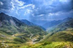 Route en montagnes de Pyrénées Images libres de droits
