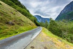 Route en montagnes norvégiennes Image libre de droits