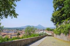 Route en pierre dans une vieille partie de ville dans Monselice Photos libres de droits
