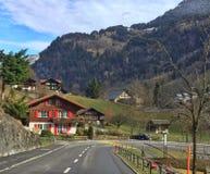 Route entre les montagnes Photographie stock
