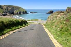 Route escarpée étroite à Portreath photo stock