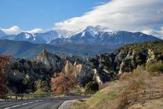 Route et Canigou pendant l'hiver Photographie stock libre de droits