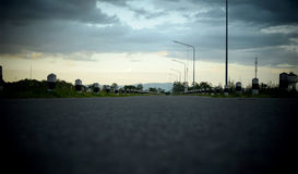 Route et ciel au temps de soirée - rétro style Photographie stock libre de droits