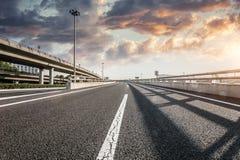 Route et ciel dans l'aéroport Photo stock