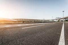 Route et ciel dans l'aéroport Photographie stock