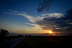 Route et coucher du soleil Photographie stock
