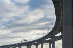 Route et pont élevés photo stock