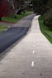 Route et sentier piéton vides Images libres de droits