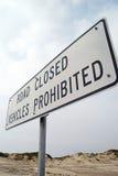 Route fermée, véhicules interdits photos stock