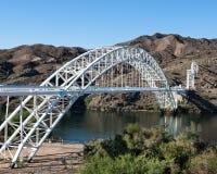 Route 66: Gammal slingabågebro, Topock, AZ Royaltyfria Foton