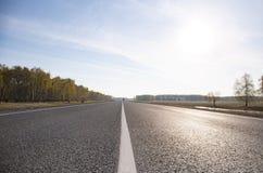 Route goudronnée avec l'inscription Image stock