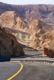 Route goudronnée dans le désert Negev, Israël, route 40, infrast de transport Photos libres de droits