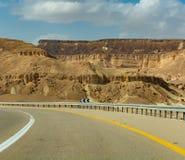 Route goudronnée dans le désert Negev, Israël, route 40, infrast de transport Image stock