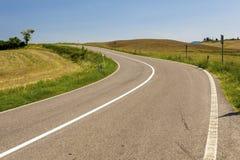 Route goudronnée en Toscane Italie Image stock