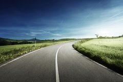 Route goudronnée en Toscane, Italie Photos libres de droits