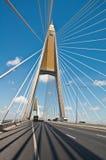 Route goudronnée sur le pont en élingue Image stock
