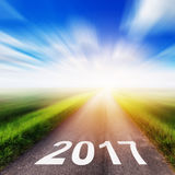 Route goudronnée vide et concept 2017 de nouvelle année Photographie stock libre de droits