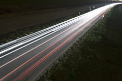 Route à grand trafic de nuit Image stock