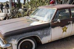 Route 66 Hackberry, gammal bil av Hackberrysheriffen Arkivbild