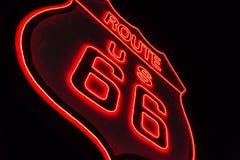 Route 66 het Teken van het Neon Stock Afbeelding