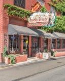 Route 66: Historische große Leuchtreklame EL Rancho und Schild, Tulsa, Stockbild