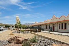 Route 66 historisk järnvägbussgarage, Kingman, AZ Royaltyfri Foto