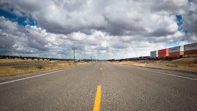Route 66: I-40 och drevspår, Thoreau NM Royaltyfria Foton