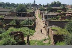 Route isolée d'un petit village Photographie stock libre de droits