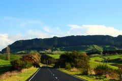 Route isolée dans le paysage de conte de fées Photo libre de droits