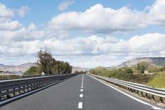 Route isolée dans un paysage rural Image libre de droits