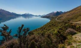 Route le long du lac Photographie stock