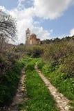 Route menant à l'église Photos libres de droits