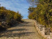 Route menant au château de Rozafa photographie stock libre de droits